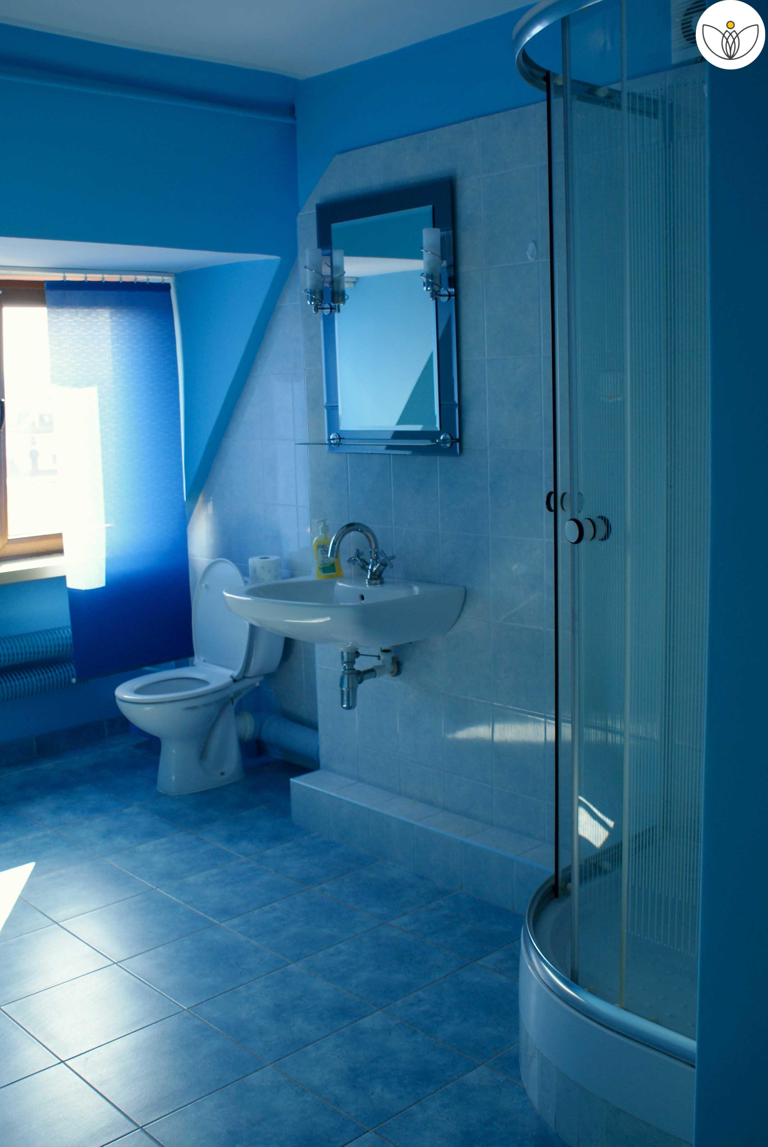 W pełni wyposażone łazienki (WC, umywalka plus prysznic)